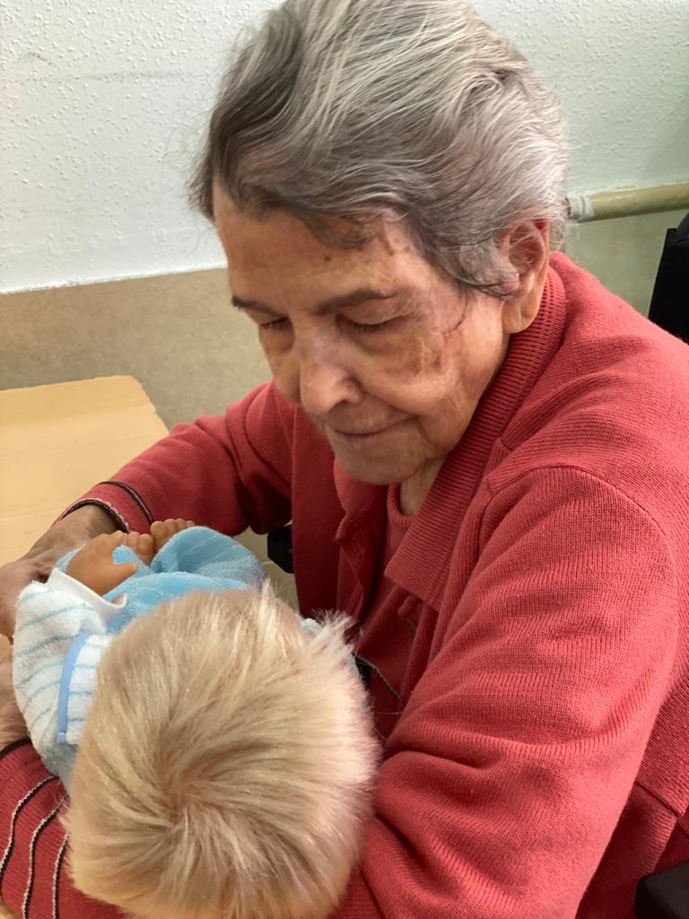 Terapia con muñecas en Residencias de Tercera Edad